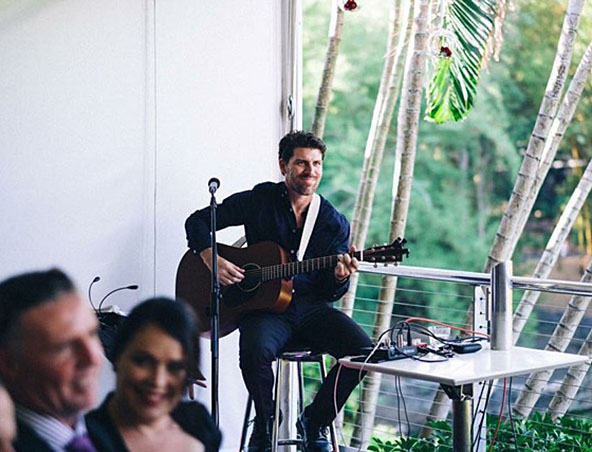 Brisbane Acoustic Singer - Brett - Musicians Entertainers - Wedding Singer