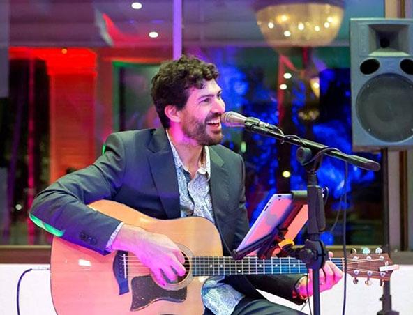 Adrian Acoustic Soloist Brisbane - Musicians Wedding Singers