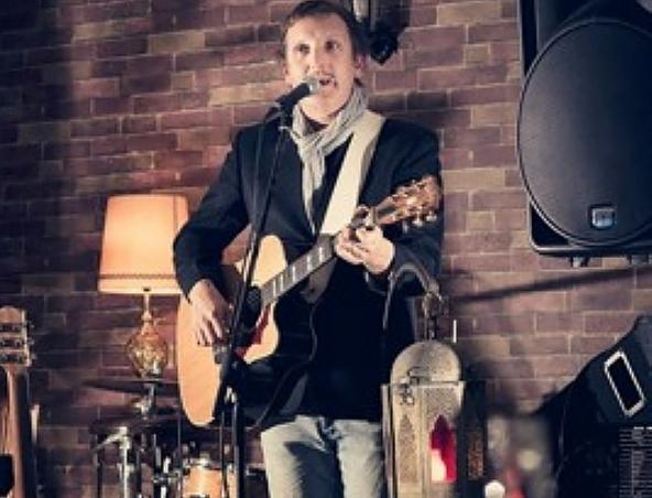 Dame Acoustic Solo Singer Brisbane